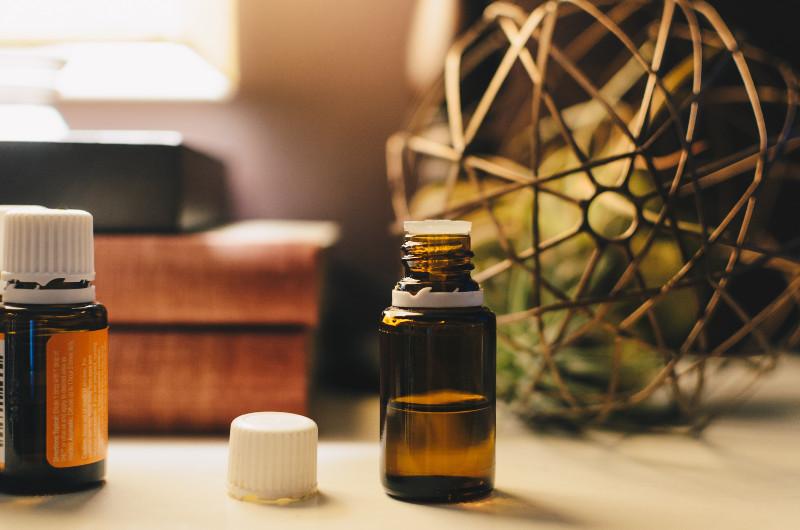 Massageöl mit ätherischen Ölen selbst herstellen Ayurveda