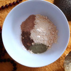 Ayurvedisches Pulver zur Gesichtsreinigung