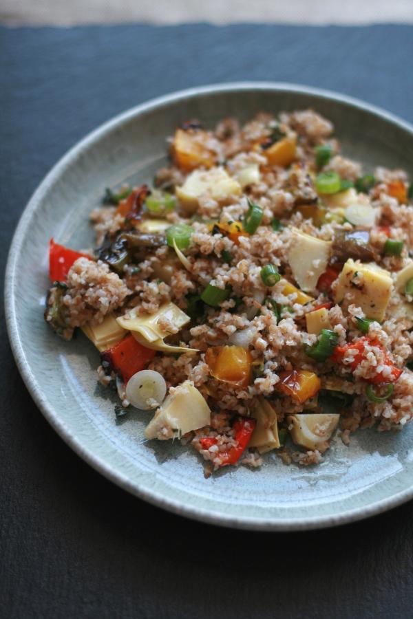 Bulgur-Salat mit gegrilltem Gemüse
